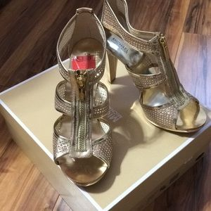New in box Michael Kors gold size 8 heels